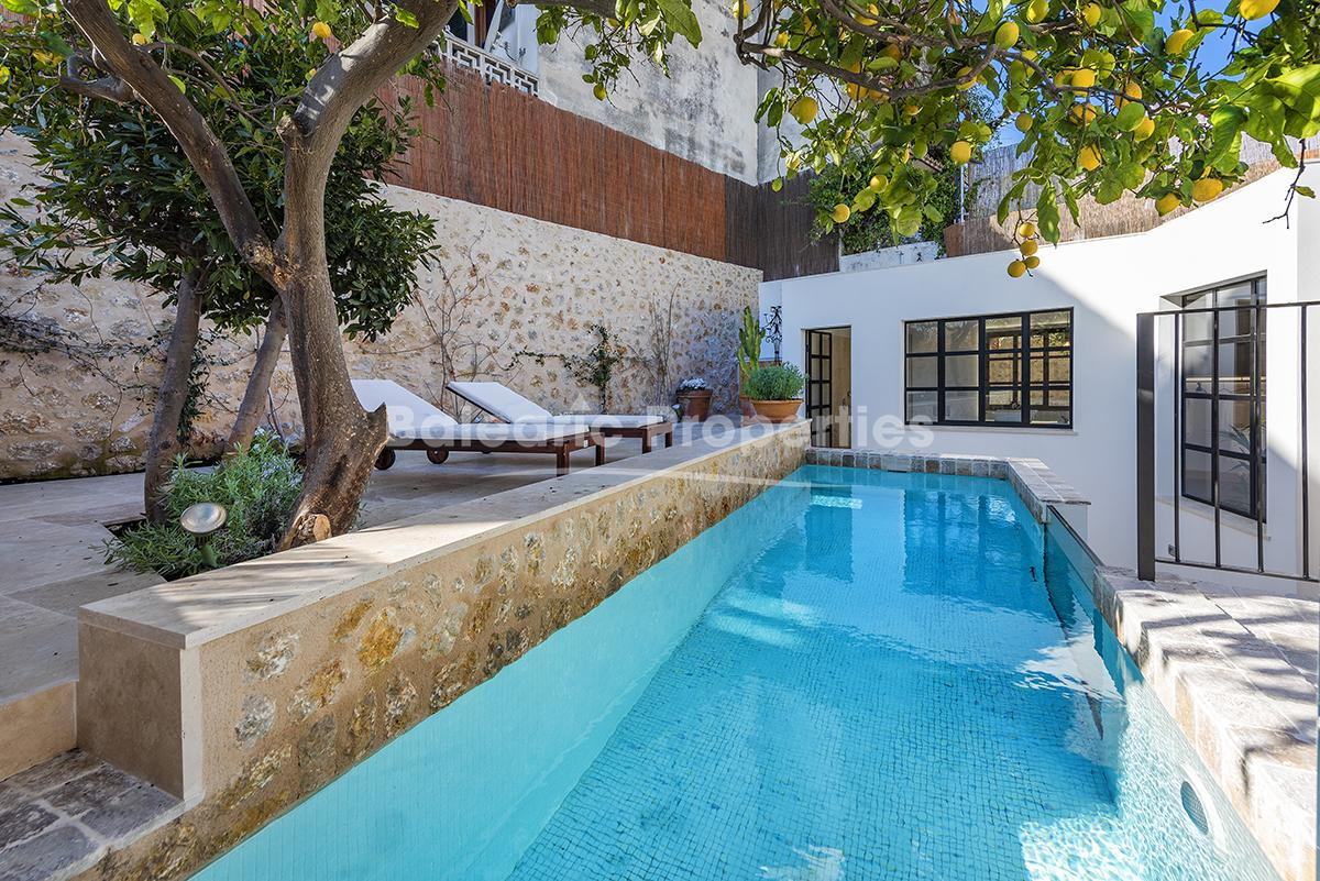 Elegant town house with pool and roof terrace in the <strong>centre of Pollensa</strong>
